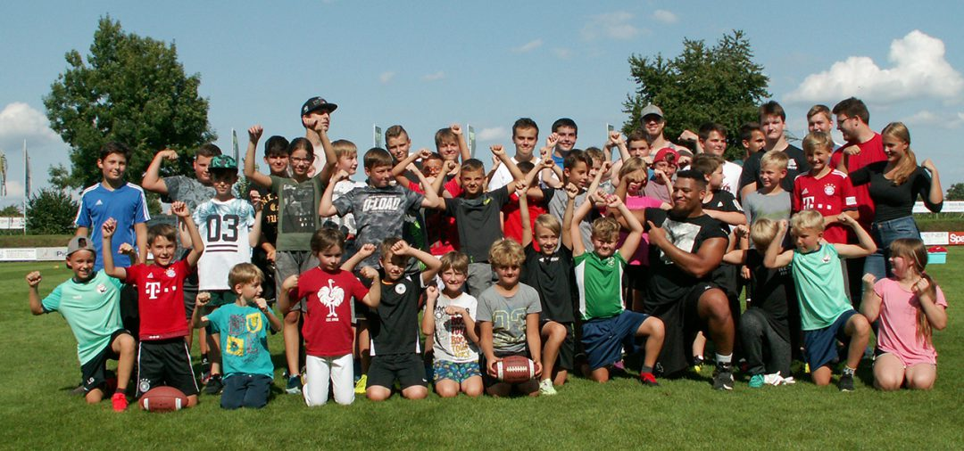 30 Kids spielen Football
